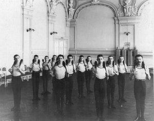 Группа юношей на занятиях
