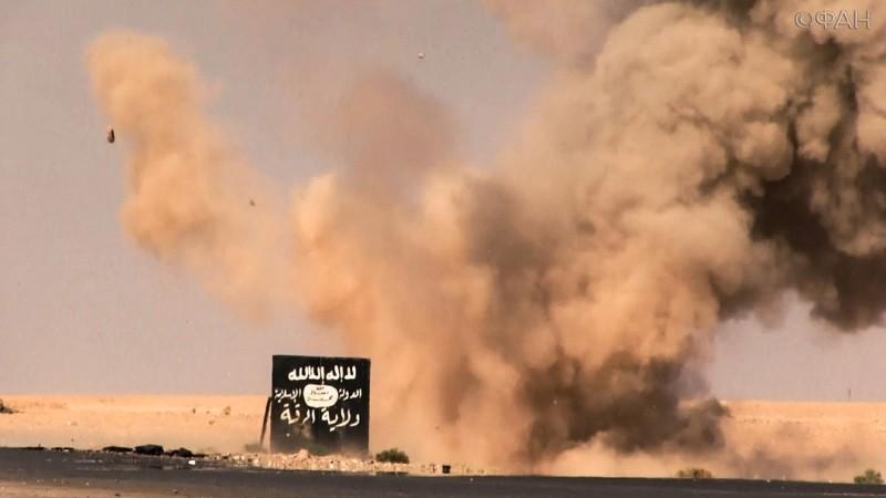 ГлавариИГ массово покидают Ракку— Пентагон