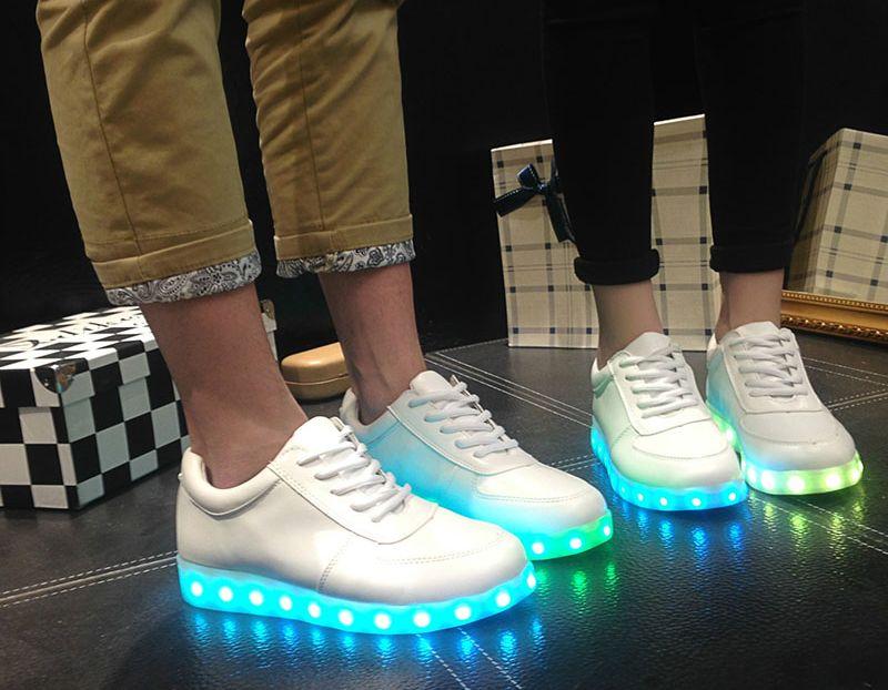 Кроссовки со светящейся подошвой