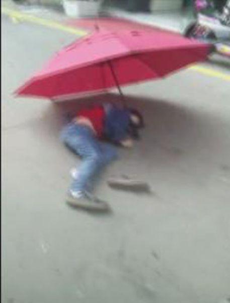 После просмотра мультфильма ребенок спрыгнул с зонтиком с пятого этажа