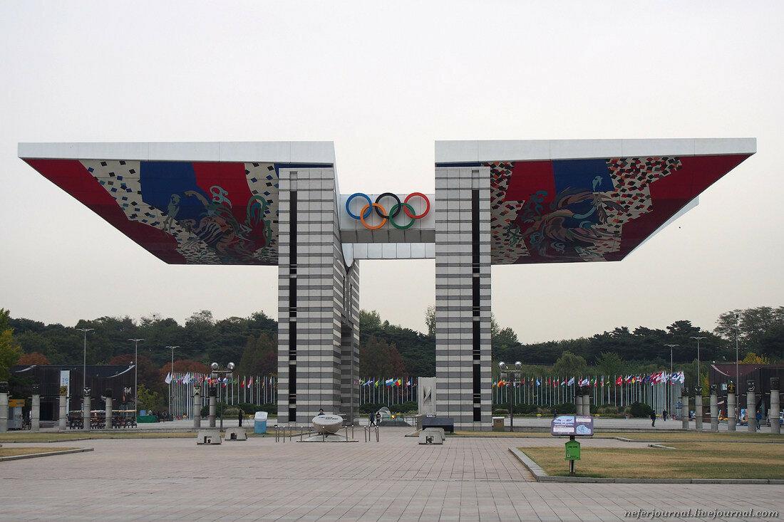 Скульптура THUMB в Олимпийском парке Сеула