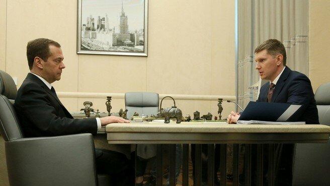 Дмитрий Медведев и Максим Решетников.jpg