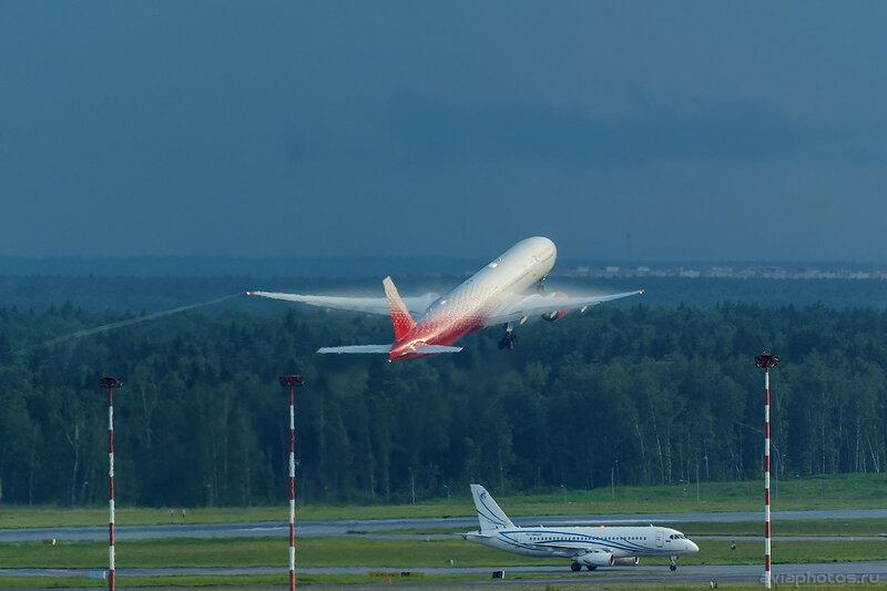 Boeing 777-312 (EI-UNP) Россия 345_D801942