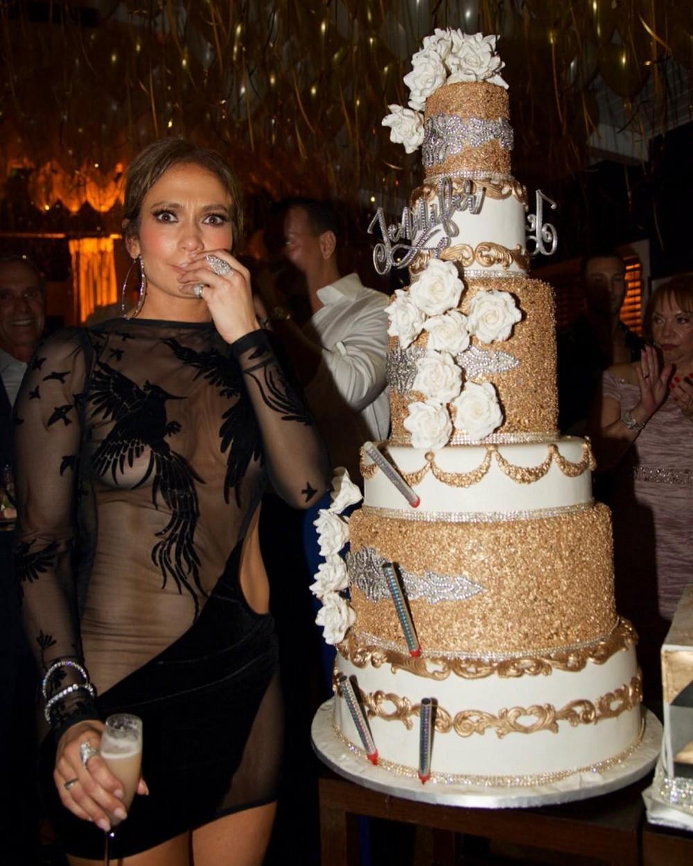 Дженнифер Лопес отметила 48-й День рождения