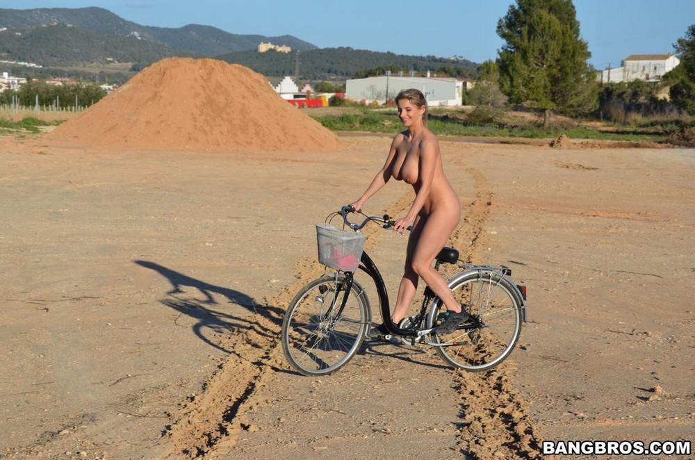 Сисястая Katie Saddle на велосипеде