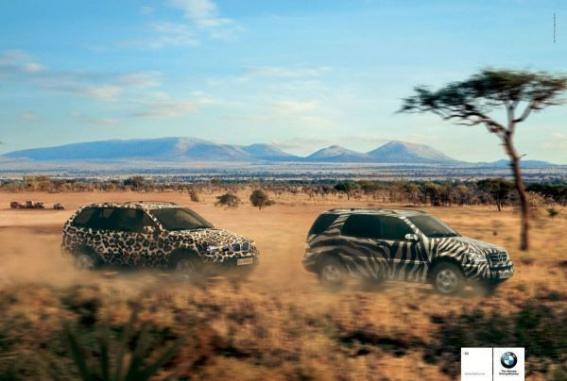 В2003 году BMW покорил Cannes Lions принтом, где BMW X5гонится заMercedesML.