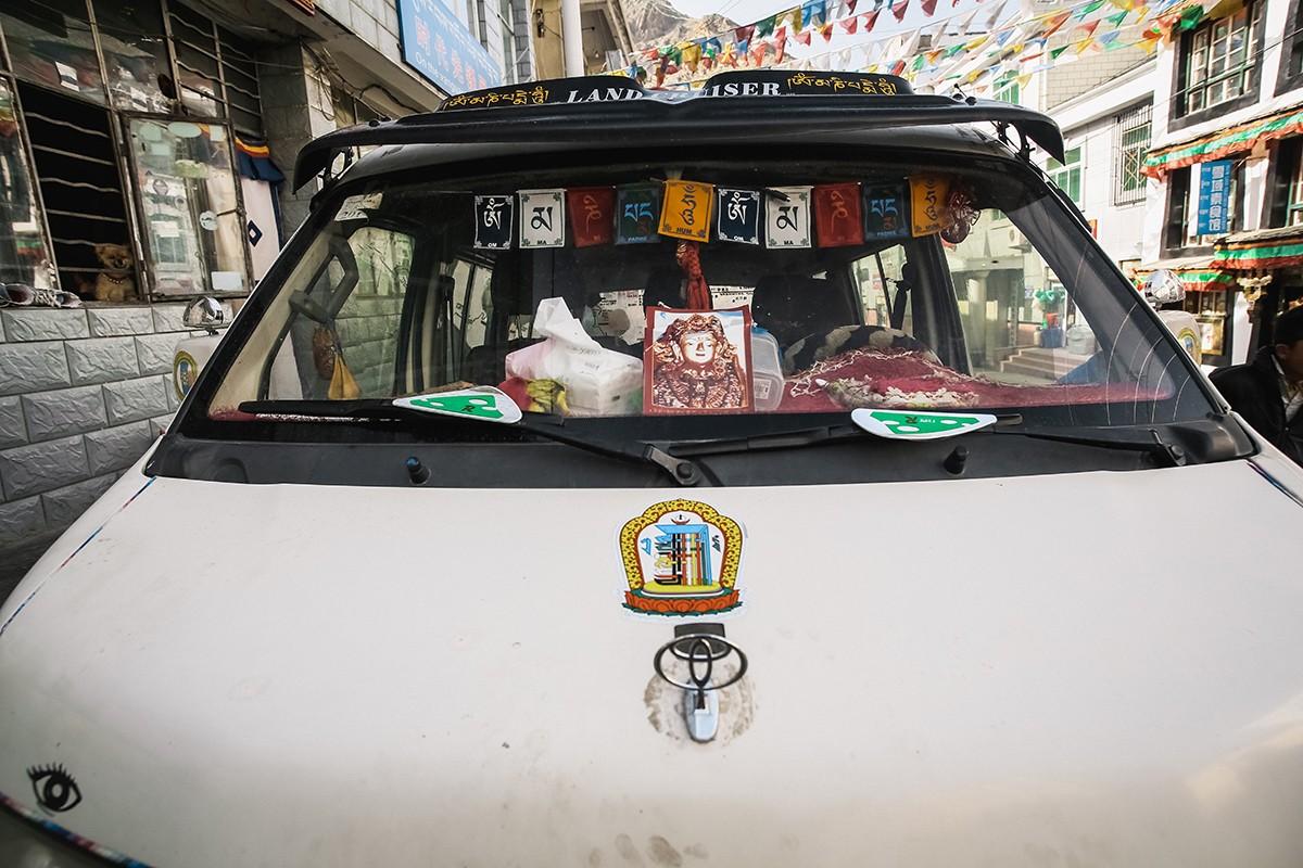 16. Местные тибетцы за бесценок сдают находки заезжим скупщикам, а те уже втридорога продают лекарст