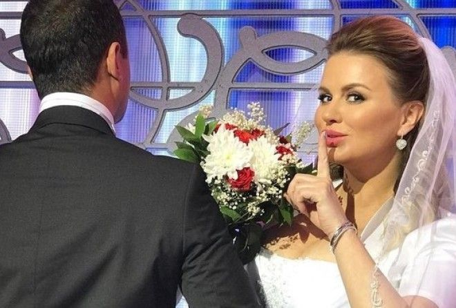 Анна Семенович похвасталась фотографией в свадебном платье (4 фото)
