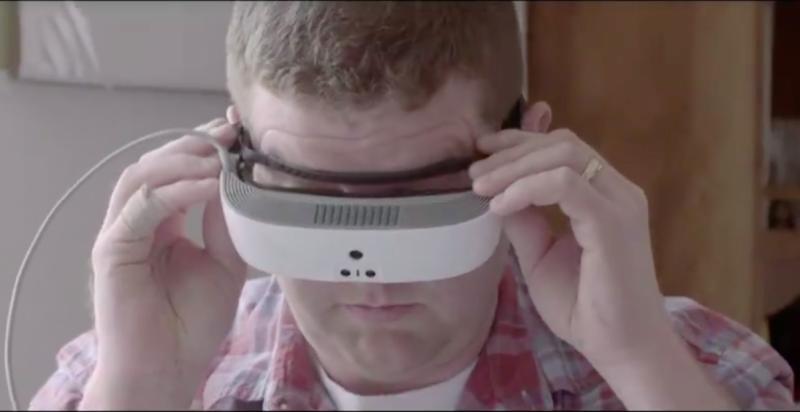 С помощью смарт-очков почти слепой парень впервые смог увидеть свою жену (5 фото)