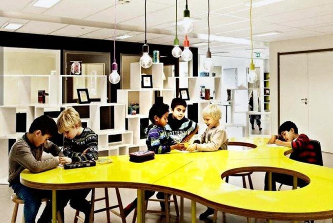© Arqui Interior Design / Facebook  Никаких классов— только просторные зоны для учебы.