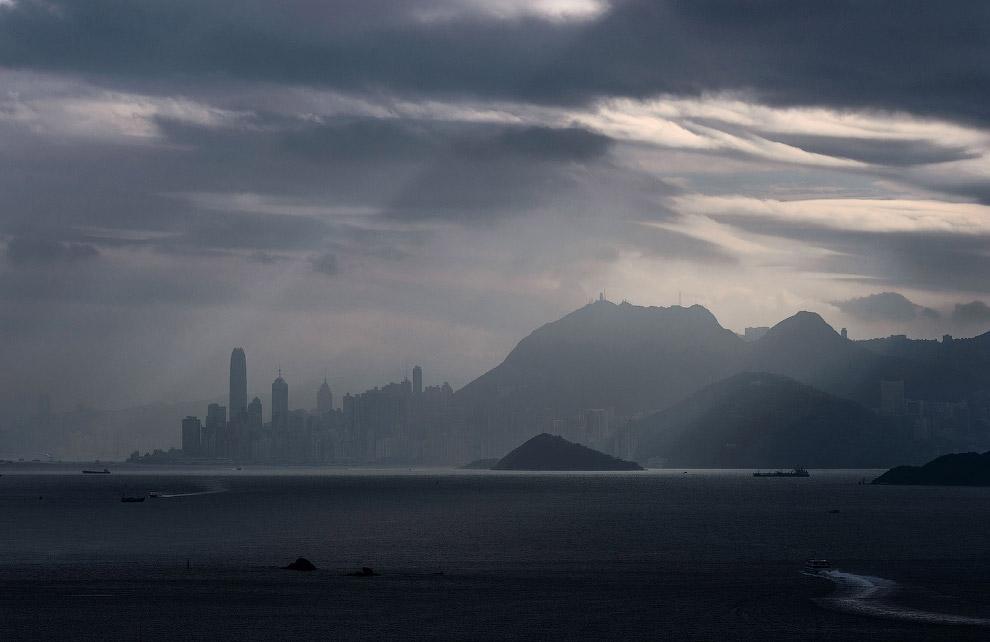 6. Статуи возле монастыря По Лин на острове Лантау в Гонконге. (Фото Philippe Lopez):