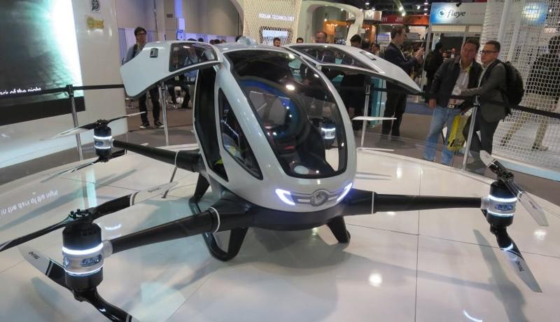 Этот дрон предназначен для перевозки пассажира. EHang 184 развивает скорость до 60 км/ч, максимальна