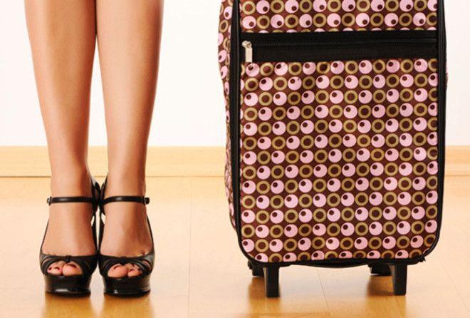 Что никогда не стоит сдавать в багаж (6 фото)