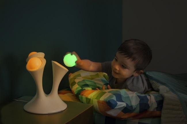 © Boon Inc.  Одну излампочек светильника компании Boon можно смело прихватить ссобой, если в