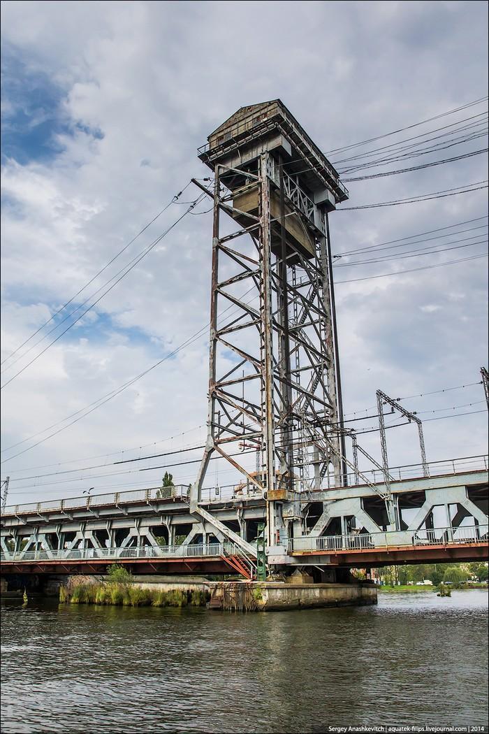 29. Разводится он по принципу поднятия среднего пролета по принципу лифта на высоту почти в 20 метро