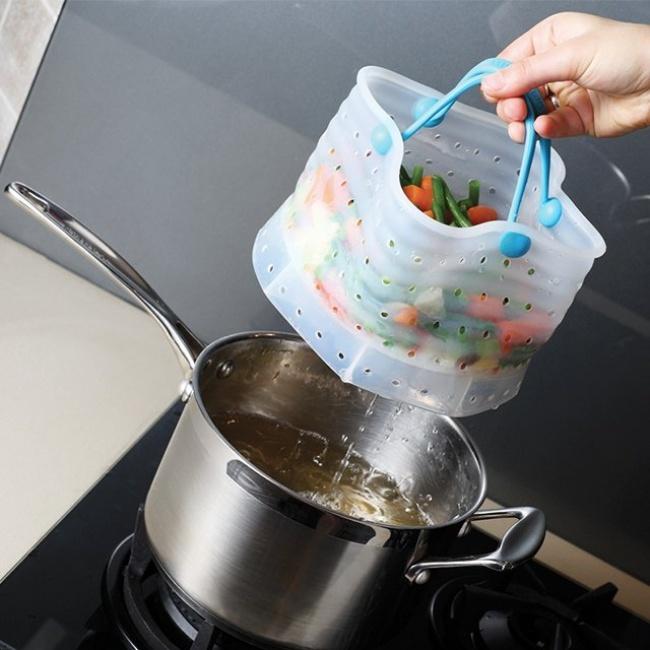 © fancy  Отваривайте мелкие овощи или фрукты вэтом дуршлаге . Никакой лишней воды. Все быстро