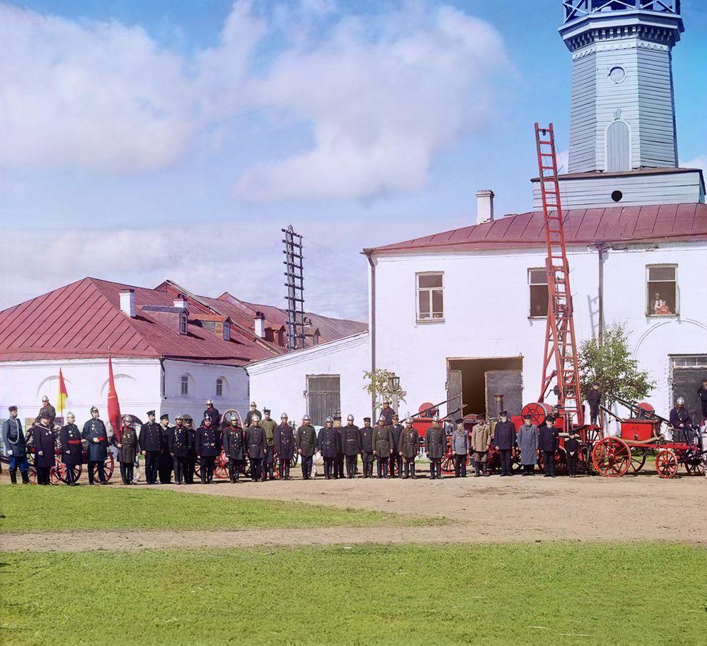 5. Пожарная команда в Вытегре, берег Онежского озера, 1909 год.