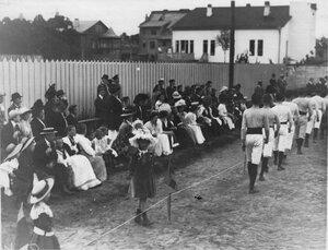 Группа гостей приглашенных на спортивный праздник Гимнастического общества Пальма