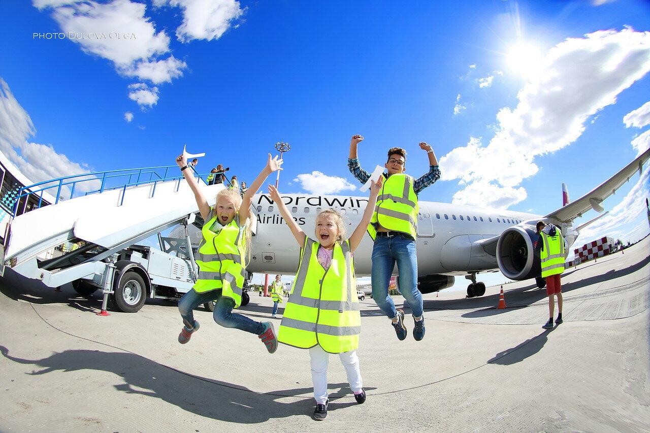 Дети в аэропорту KZN
