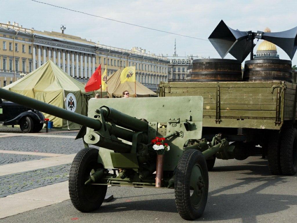 20170803_10-40-Парад-экспозиция военной техники пройдет на Дворцовой площади-pic1