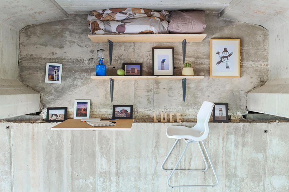 Ce designer a construit un studio cache sous un pont