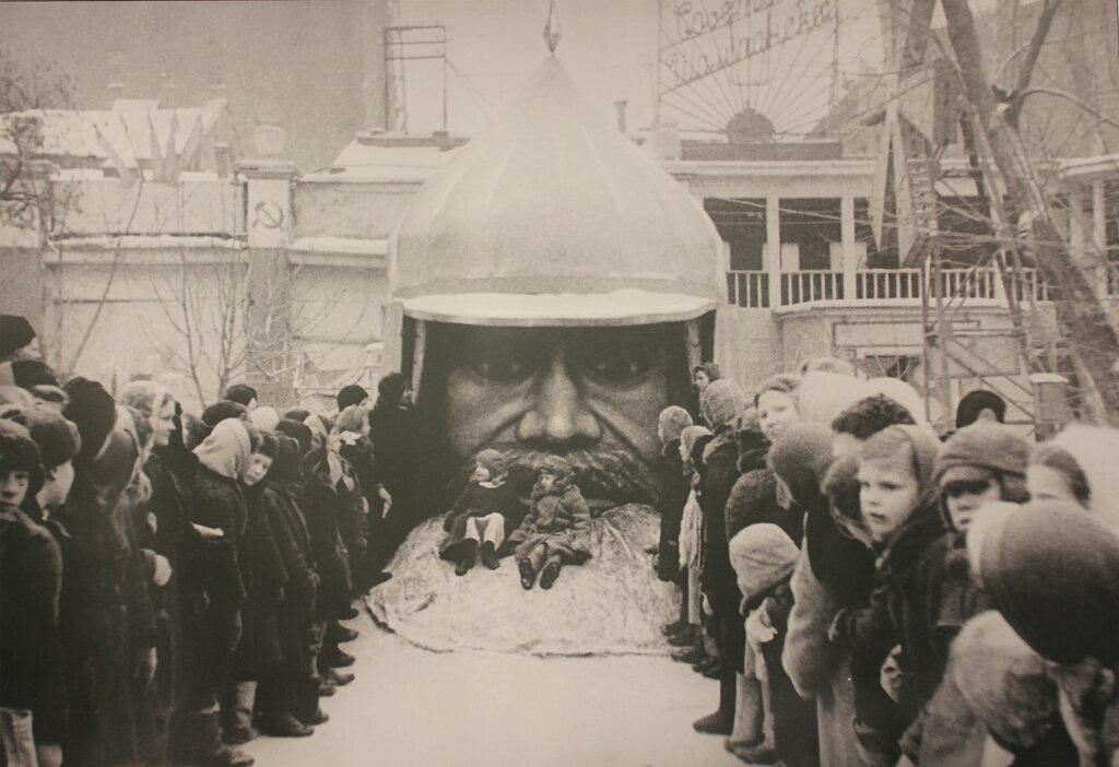 Новый год в саду Эрмитаж 1944.jpg