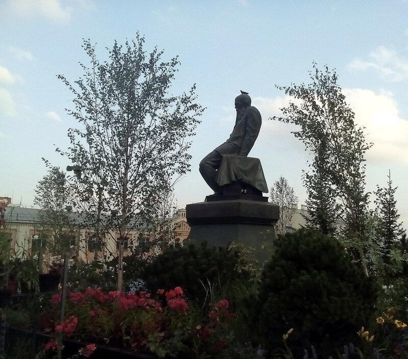 Достоевский в ромашках и берёзках