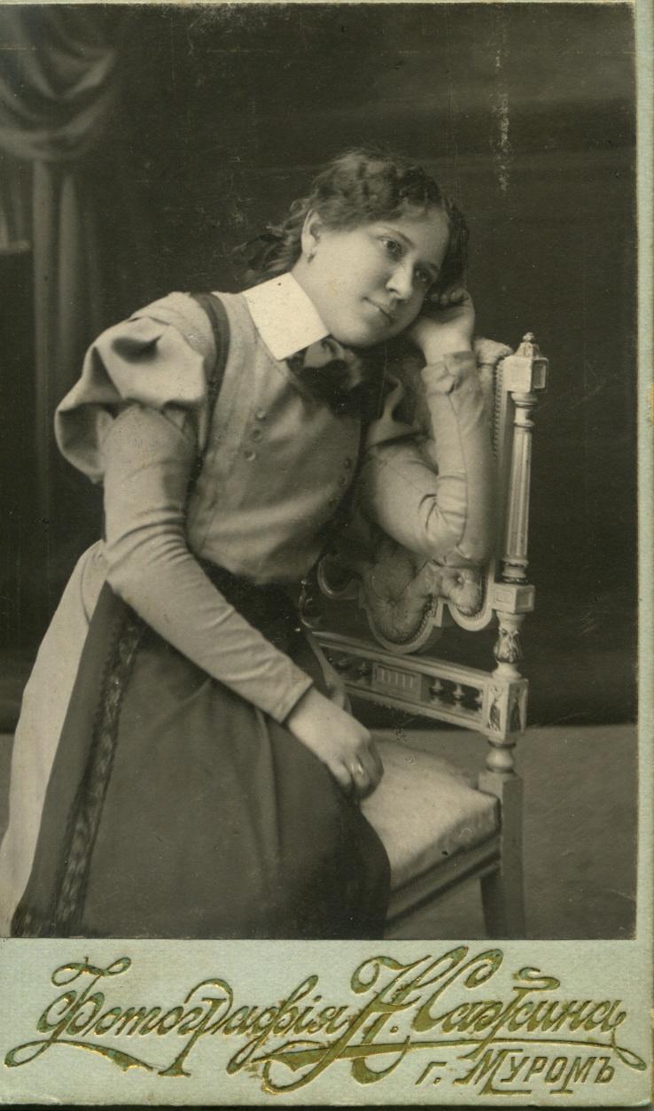 Портрет гимназистки Грани Тюрниковой.1910-1911