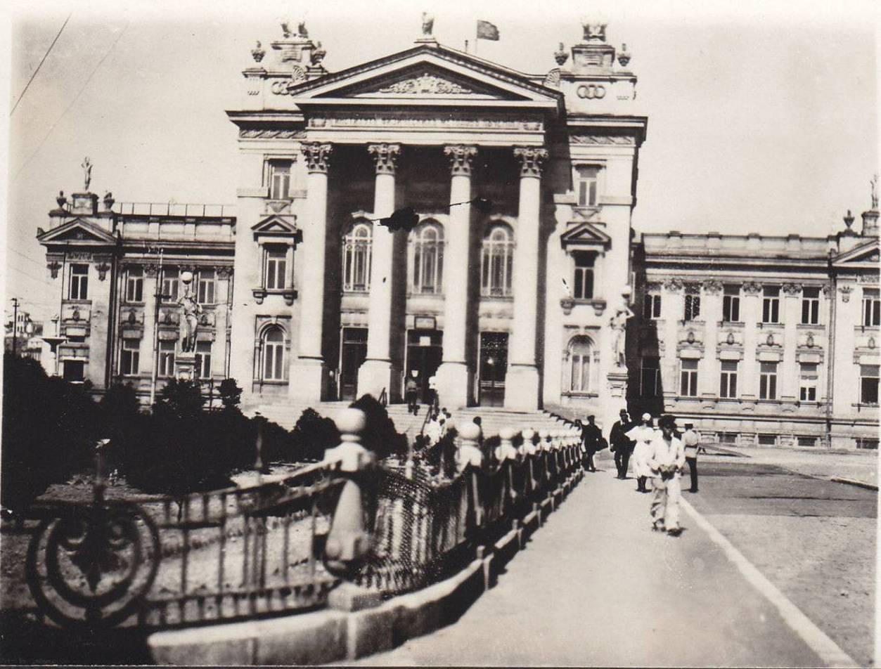 1920. Корниловская площадь
