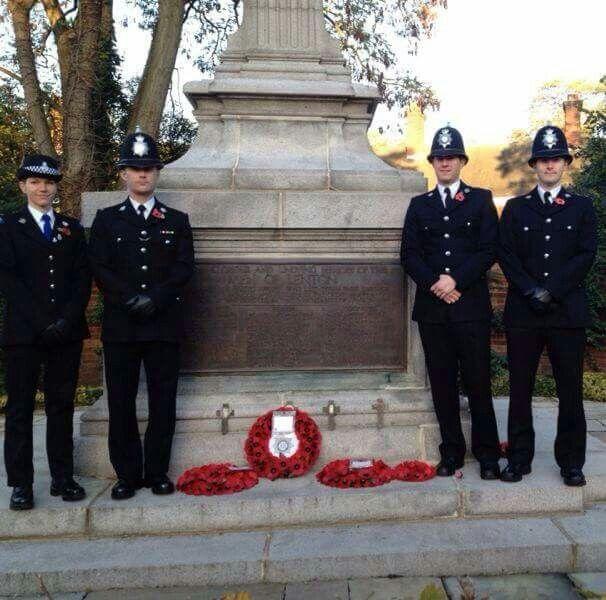 5d3e512909c6504602a04c67b3a5d17c--police-uniforms-british.jpg