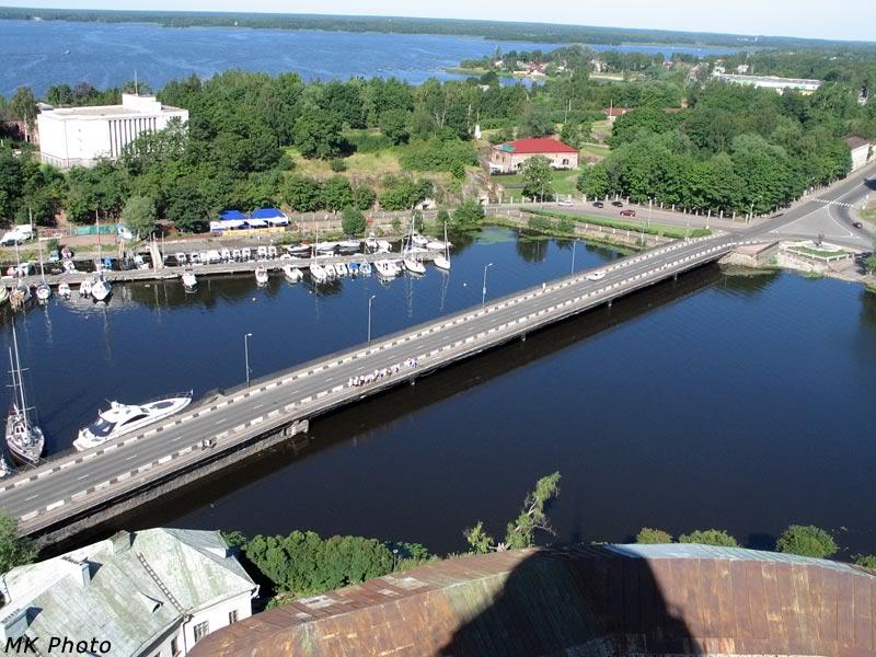 Мост через морской пролив