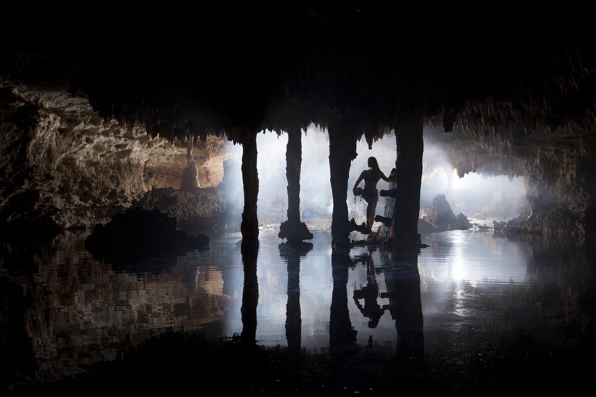 Впечатляющий вейкбординг в подземных пещерах