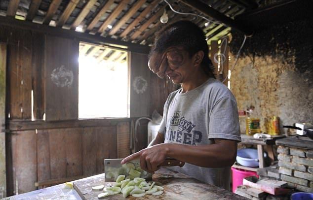 Человек-осьминог из китайской деревни