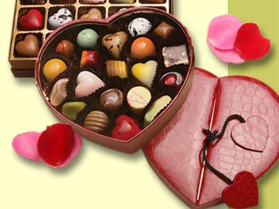 Открытки. С днем шоколада! Шоколадные конфеты разноцветные!