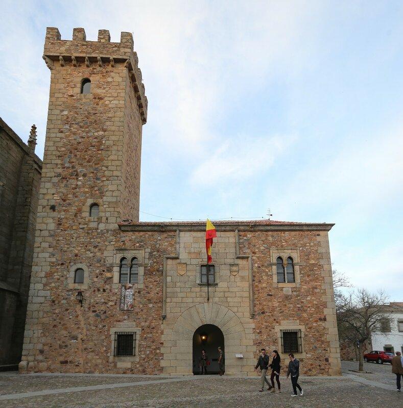 Palacio de los Cáceres-Ovando