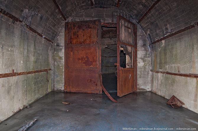 Центральная часть подземной гавани состоит из двух параллельных, соединенных между собой тоннелей. О