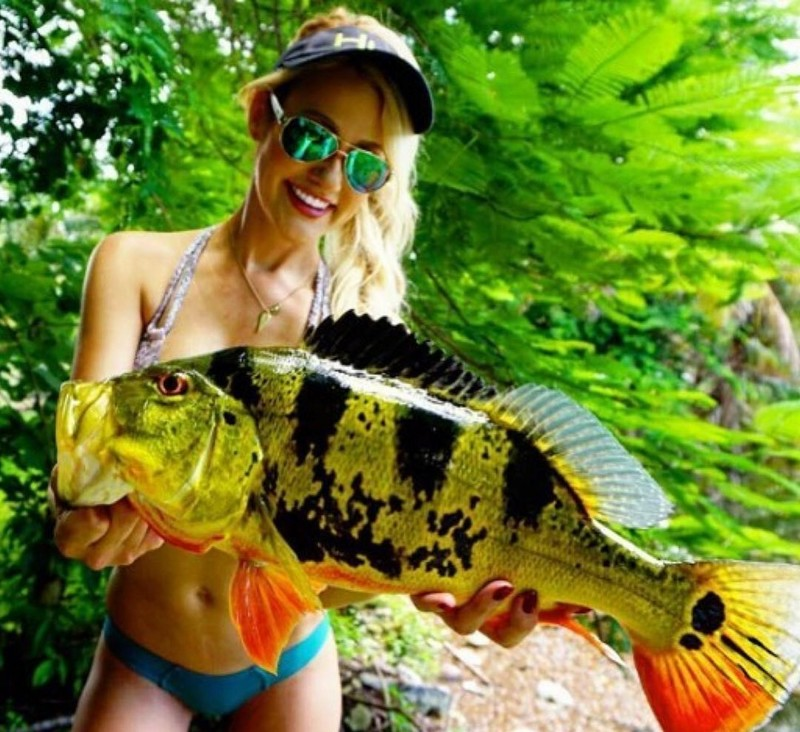 Красивые девушки на рыбалке (35 фото) 18+