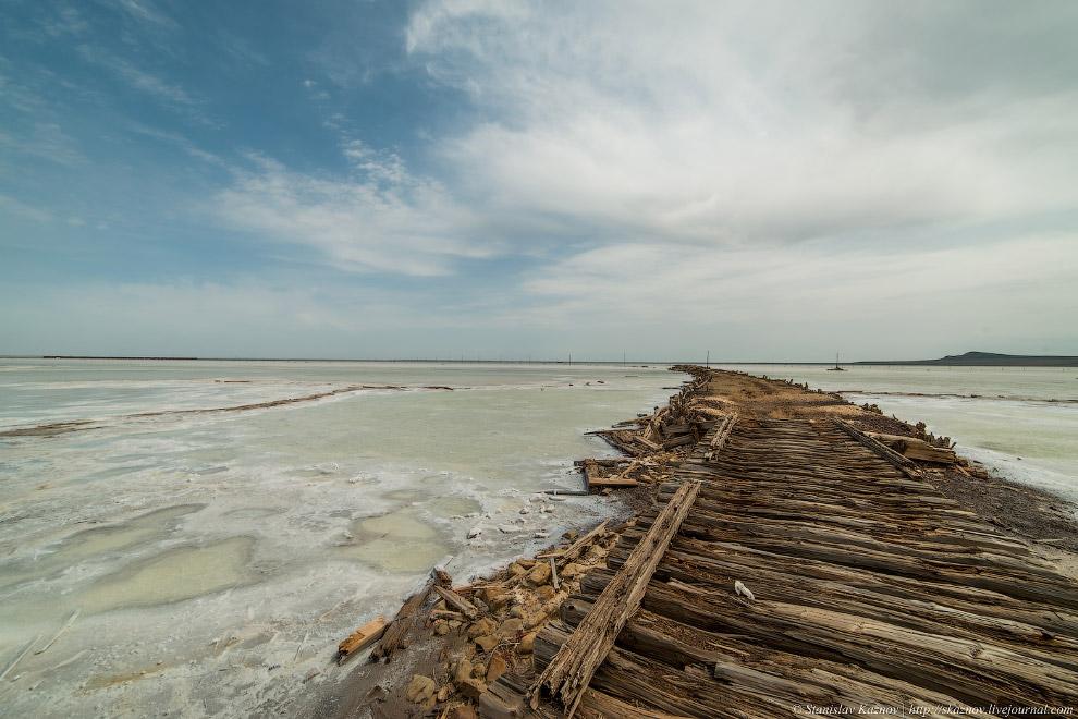 10. С 1960 года по 1963 год на озере Баскунчак была организована 20-километровая кольцевая трас