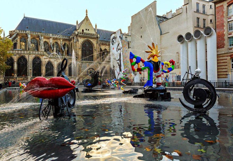 Фонтан Стравинского в Париже украшен 16 движущимися скульптурами, представляющими работы композитора