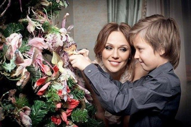 Впрочем, Джанабаева признает, что и сама в детстве не отличалась кристальной честностью и периодичес