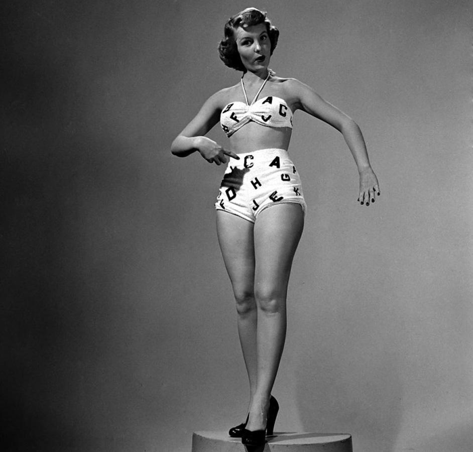 16. Модель в бикини, 1950 г. (Ed Clark—Time & Life Pictures/Getty Images)