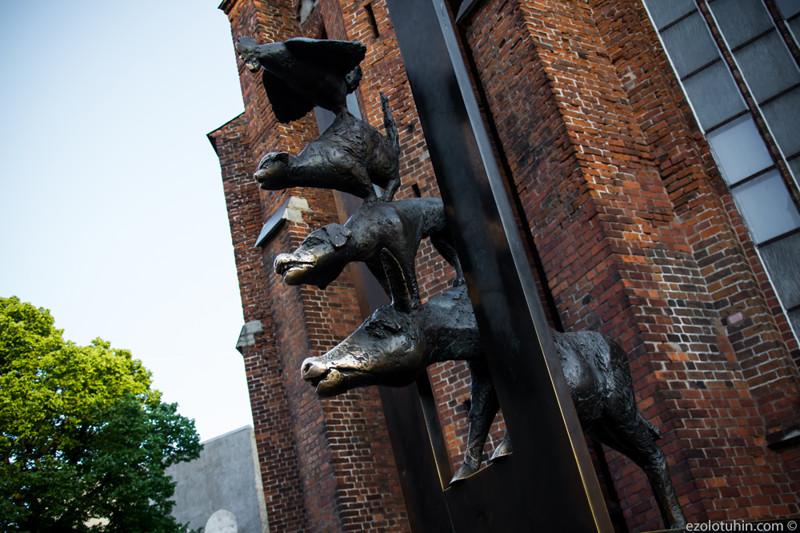 Бременские музыканты – самый известный современный памятник Риги. Памятник выполнен бременским скуль