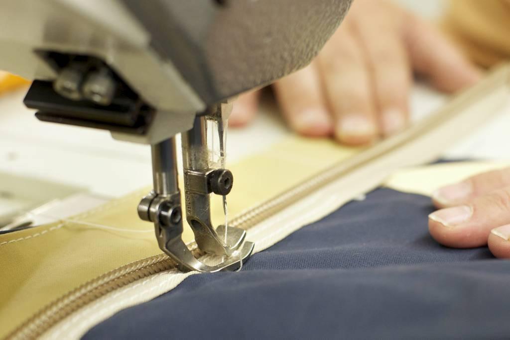 Индивидуальный пошив женской одежды (2 фото)