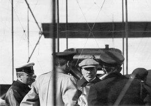 Группа авиаторов у аэроплана в центре М.Н.Ефимов, 1-й слева Л.М.Мациевич, 2-й слева - С.А.Ульянин.