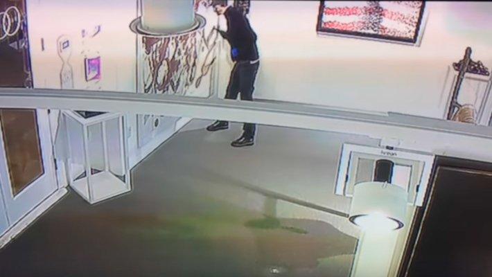 Вандал за15 секунд уничтожил картину за3 млн. долларов