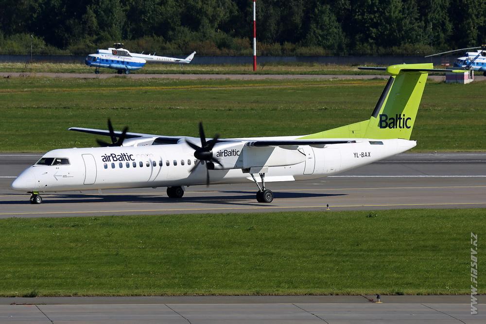 Dash-8_YL-BAX_airBaltic_1_LED_.JPG