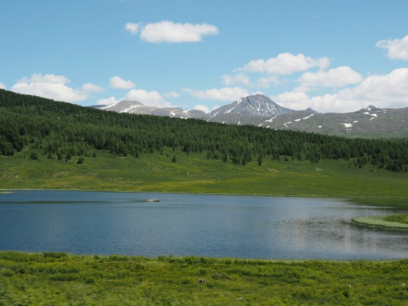Озеро на Горном Алтае (Lake in the Altai Mountains)