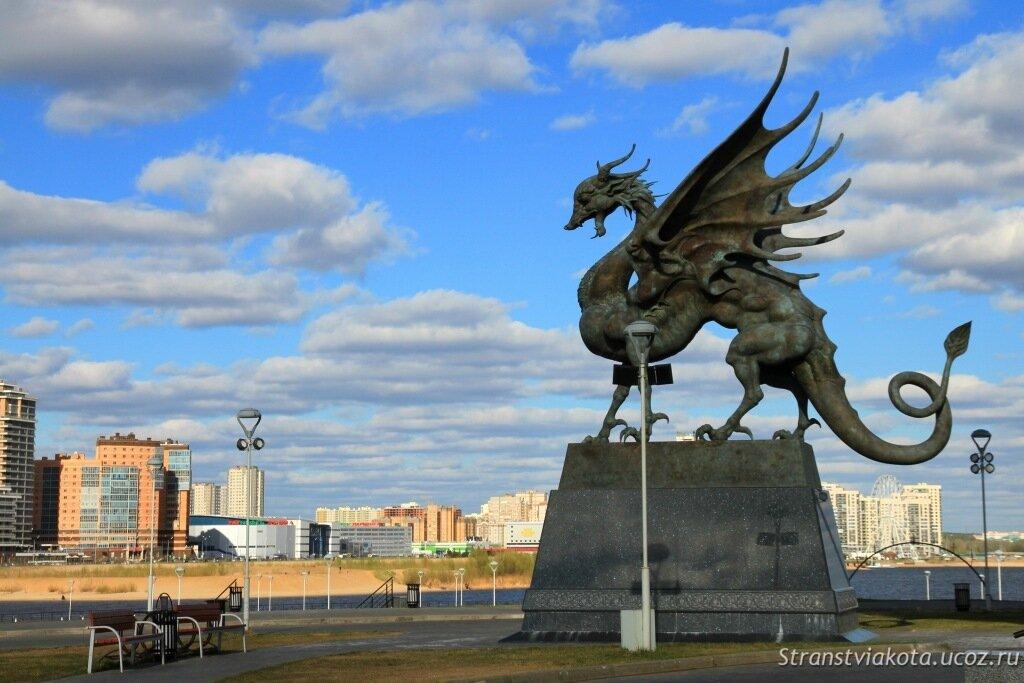 Зилант у Центра семьи Казан в Казани