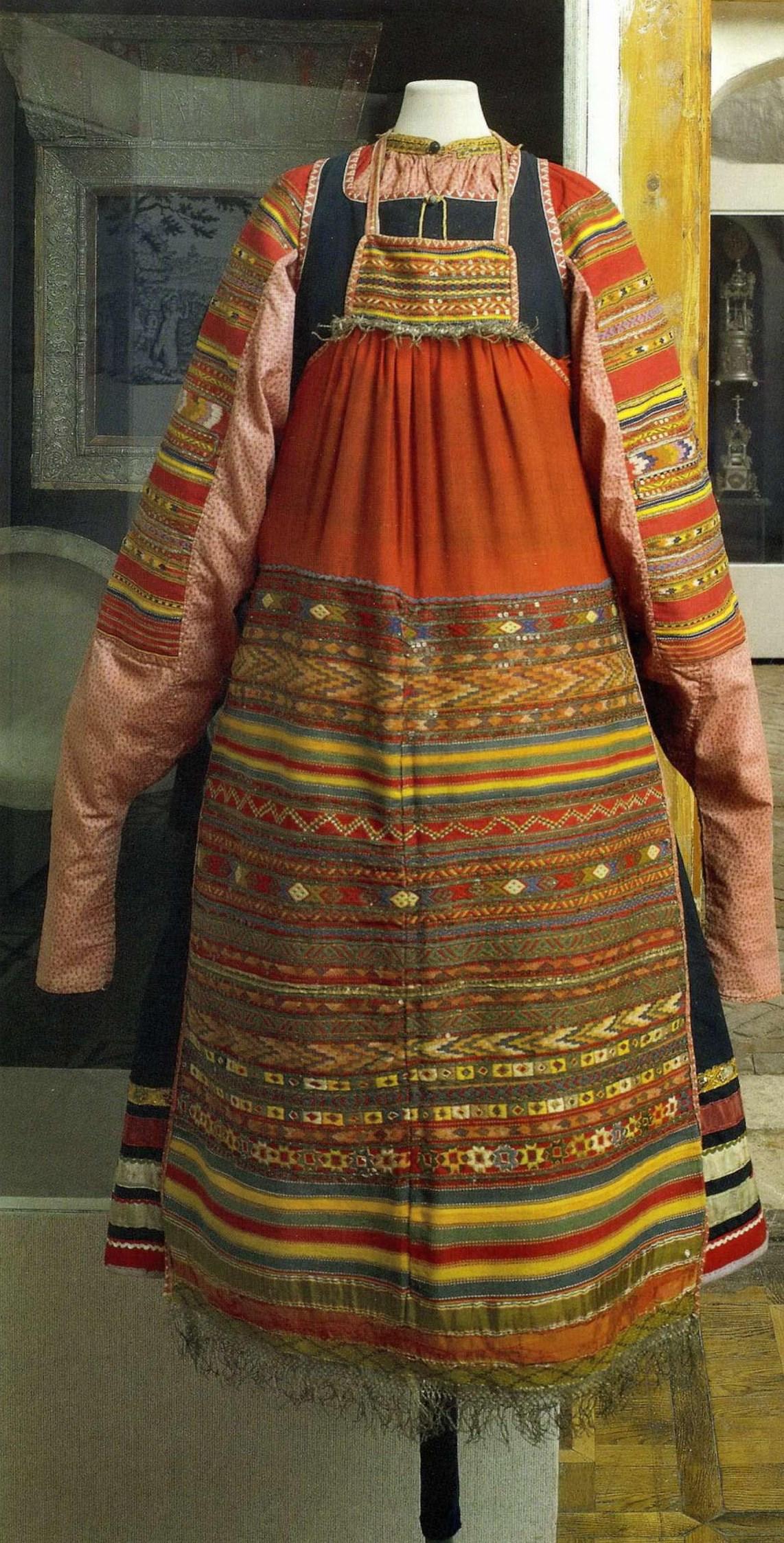 Кружева и вышивка в русском костюме