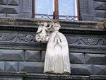 Рельеф на фасаде